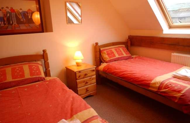 Bramble twin bedroom-650